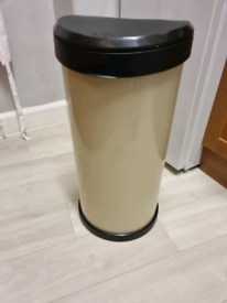 Curver 40L touch top kitchen bin