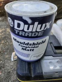 Dulux mouldshild fungicidal white paint