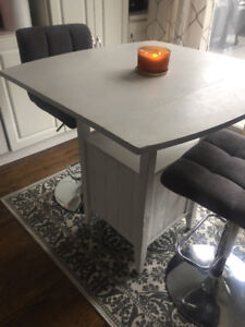 2 Seater Dinette table! Solid wood with Stools!