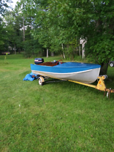 Aluminum boat with Evinrude 40 hp outboard