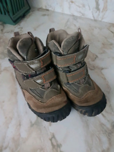 Kids size 10 (26 euro)  Geox boots.