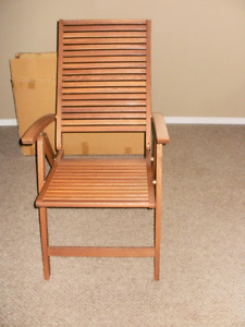 Folding deck chair with arms
