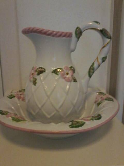 Jug A Bowl It S A Stunning Piece For Bathroom Or Bedroom In Wishaw North Lanarkshire Gumtree