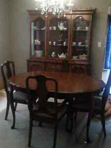 Dining Table, 4 chairs and Hutch Kingston Kingston Area image 5