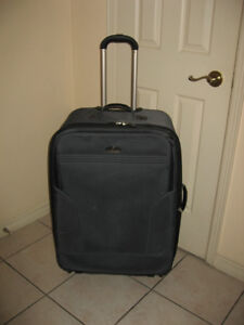 Large 30 inch Upright Expandable Rolling  and Swivel Luggage