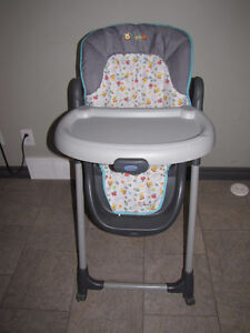 "Graco ""winnie the pooh""  high chair with 2 seat covers,exc. cond Edmonton Edmonton Area image 1"