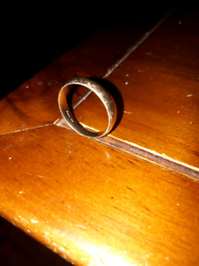 4 sale a mans 10kt yellow gold wedding band