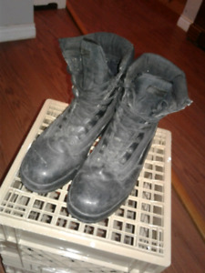 Mens steel toe work boots size 9
