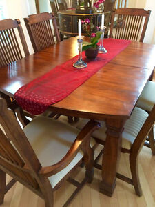 Solid Wood Dining Set w. Extra Leaf and 6 Chairs