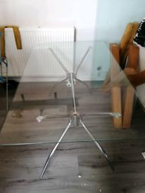 Come frame glass table