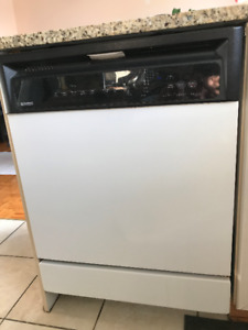 Lave vaisselles Kenmore blanc/ Built-in  Dishwasher- White