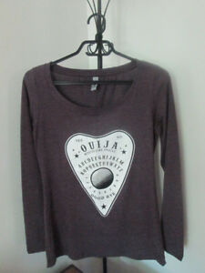 Chandail NEUF, taille S/M