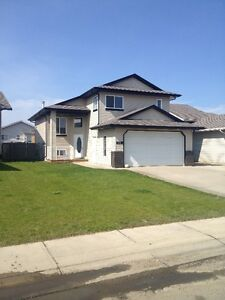5 Bedroom House in Pinnacle with attached garage