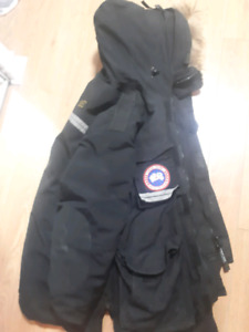 Men's Canada Goose snow mantra jacket.  USED