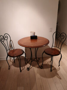 Table & Chairs - Kitchen/ patio