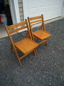 2 Foldable chairs