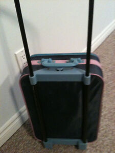 Barbie suitcase  extendable handle and good rolling wheels  in g Kitchener / Waterloo Kitchener Area image 3