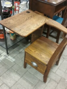 OLD SCHOOL CHILD'S OAK DESK