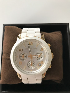 Michael Kors Runway Gold And White Silicone Rubber Watch