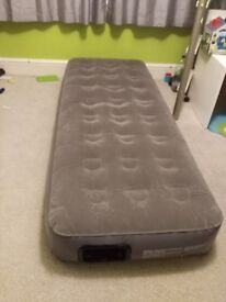Air Bed with Built-In Pump - Single airbed mattress