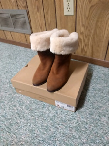 Winter boots UGG brown color size 9.5