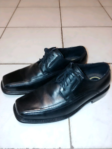 Selling Pair of Dockers Dress Shoes Size 13
