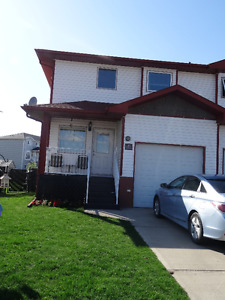 Great 1/2 Duplex close to Family Leisure Centre!