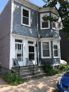 Renovated Victorian duplex on Clifton St. PET FRIENDLY