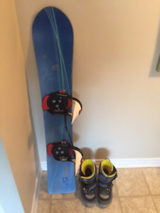 152cm Burton snowboard with sz 13 step-in boots and bindings