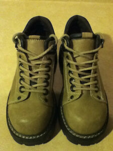 Women's Bata Hiking Boots Size 6 London Ontario image 2
