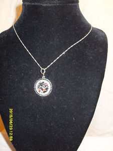 """Vintage Silver (925) Vintage """"Mom"""" Pendant and .925 chain"""