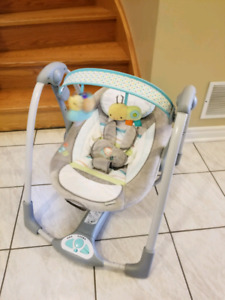 Compact baby swing Taggies