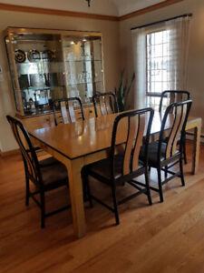 Luxueux mobilier en érable piqué Bernardht