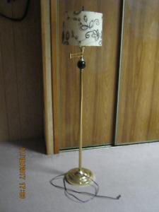 Swing arm floor lamp