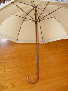 VINTAGE UMBRELLA: UNITED AIRLINES TRANSPORTATION COLLECTIBLE