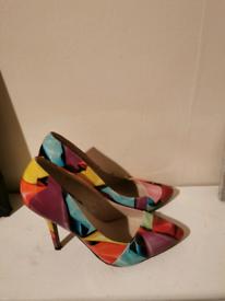 Womans quiz high heelsSIZE bnwt