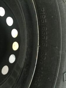 Quatre pneus d'été avec l'acier: 195/65R15