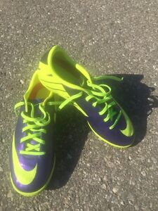 Various Youth indoor soccer cleats $15 each London Ontario image 2