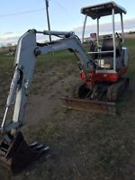 2000 mini excavator with low hours for trade!