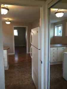 2 Bedroom Basement Apt. $750.00 pou. Available June 1st!