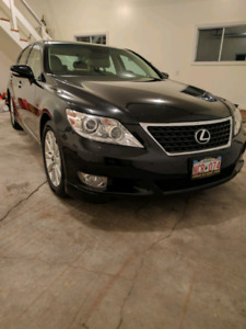 2011 Lexus  LS460 *95945kms *AWD * one owner * Stunning