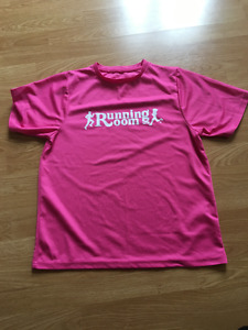 Running Room t shirt like new size small