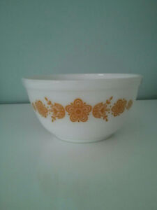 PYREX BUTTERFLY GOLD MIXING BOWL, 402