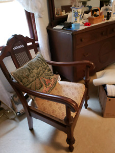 Downsizing - 2 Vintage matching Chairs - pickup in Caledonia