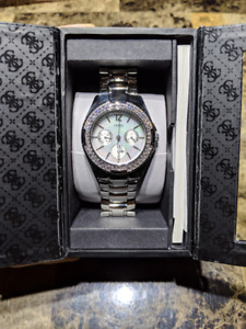 Like new GUESS Mother of Pearl Mens Watch