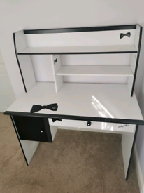 Girl desk for sale