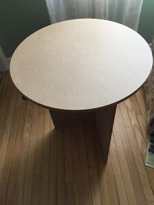 "20"" Round Table"