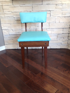 Petite Chaise de Couture *** Vintage   *** Small Sewing Chair
