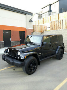MINT CONDITION 2015 JEEP WRANGLER SAHARA UNLIMITED