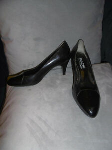 Genuine leather classy black pump!